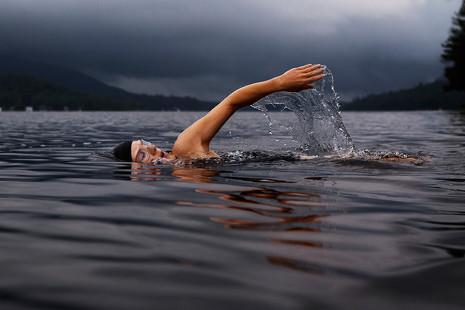 Por qué nadar en aguas abiertas se ha convertido en el deporte de moda