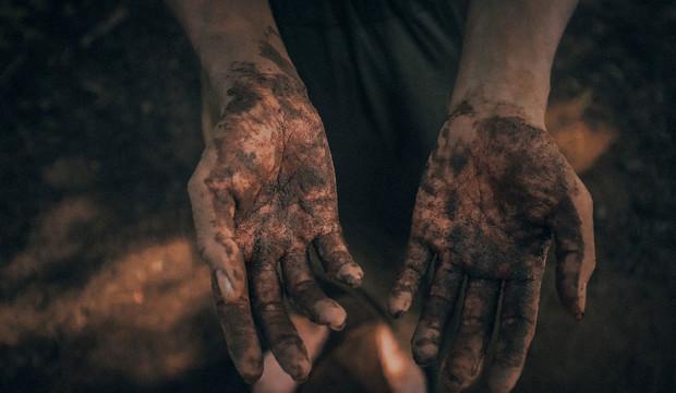 Arcillas y fangos: 9 productos que no deben faltar en tu neceser