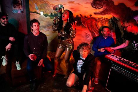 De Hot Chip a Gang of Four: 6 discos para sentirte un intelectual mientras bailas