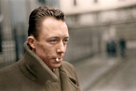 """""""Hoy ha muerto mamá"""": la paradójica alegría vital de Albert Camus"""