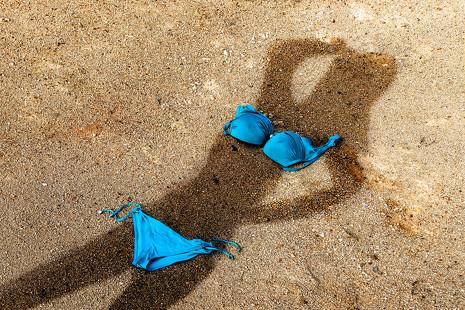 Las virtudes del nudismo y las 5 mejores playas para practicarlo en España
