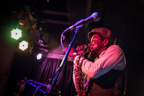 Hip hop mutante y jazz vanguardista: la banda sonora de la vida de Soweto Kinch