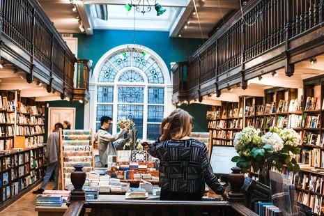 Los libreros españoles reivindican su negocio con una jornada festiva e informativa