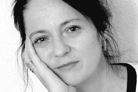"""Marta Sanz: """"El capitalismo maltrata y devalúa el cuerpo de la mujer"""""""