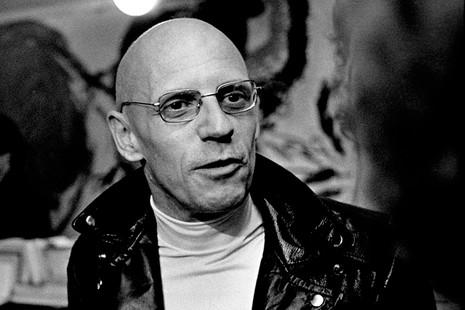 Michel Foucault, el hombre que hizo filosofía a partir de la locura, la sexualidad y el crimen