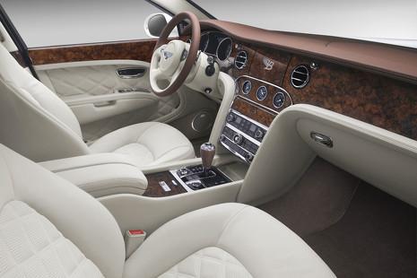 Así fabrica Bentley sus exclusivos modelos artesanales