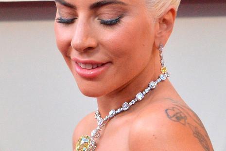 Todo sobre la joya de 30 millones de dólares que lució Lady Gaga en los Oscar