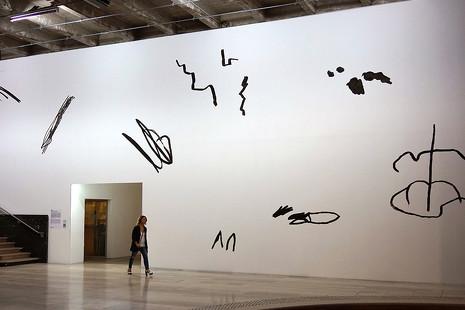 """Escif """"derriba muros"""" en la Biennale de Lyon"""